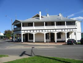 Commonwealth Hotel - Tweed Heads Accommodation