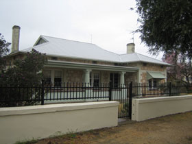 Naracoorte Cottages - MacDonnell House - Tweed Heads Accommodation