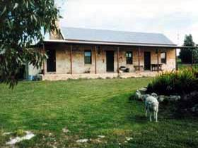 Mt Dutton Bay Woolshed Heritage Cottage - Tweed Heads Accommodation