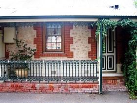 The Lion Cottage - Tweed Heads Accommodation
