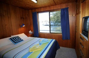 Moving Waters Self Contained Moored Houseboat - Tweed Heads Accommodation