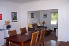 Giants' Table and Cottages - Tweed Heads Accommodation