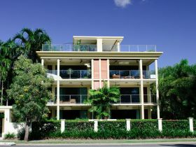 Cairns Beachfront Apartment - Tweed Heads Accommodation