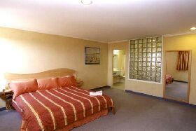 Lighthouse Hotel - Tweed Heads Accommodation