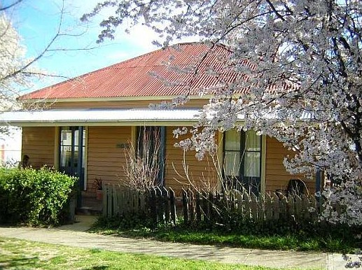 Cooma Cottage - Accommodation - Tweed Heads Accommodation