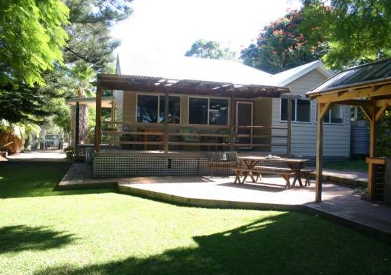 Pine Cottage - Tweed Heads Accommodation