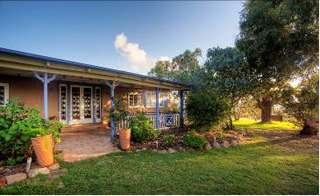 James Farmhouse and Rose Cottage - Tweed Heads Accommodation