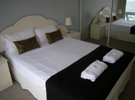 Pacific Regis Beachfront Apartments - Tweed Heads Accommodation