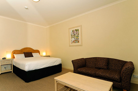 Quality Hotel Tiffins on the Park - Tweed Heads Accommodation