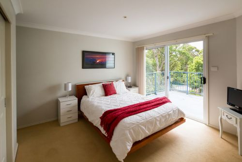 The Lake Limo - Tweed Heads Accommodation