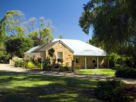 Evelyn Homestead - Tweed Heads Accommodation