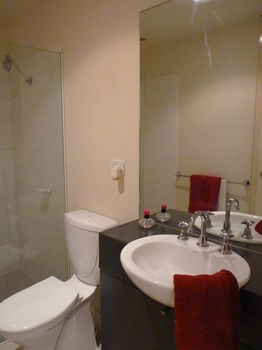 Australian Home Away  Market Square Melbourne - Tweed Heads Accommodation