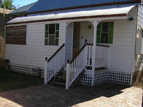 A Pine Cottage - Tweed Heads Accommodation