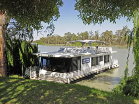 Boats and Bedzzz - The Murray Dream self-contained moored Houseboat - Tweed Heads Accommodation