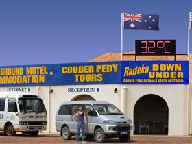Radeka Downunder Underground Motel and Backpacker Inn - Tweed Heads Accommodation