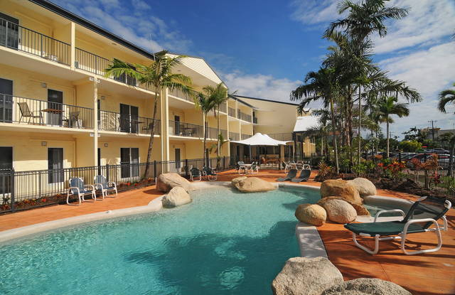 Cairns Queenslander Hotel  Apartments - Tweed Heads Accommodation