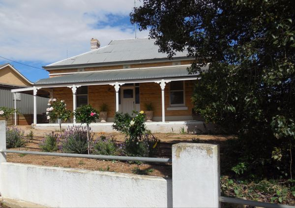 Book Keepers Cottage Waikerie - Tweed Heads Accommodation