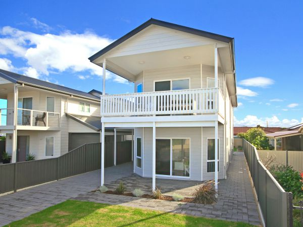 Century 21 SouthCoast White Caps - Tweed Heads Accommodation
