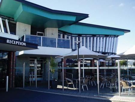 Highlander Hotel Bar Kitchen Rooftop - Tweed Heads Accommodation