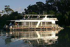 Whitewater Houseboat - Tweed Heads Accommodation