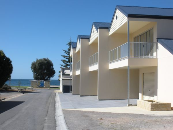 Karen's Cabins and Apartments - Tweed Heads Accommodation