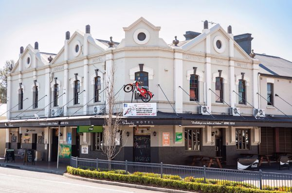 Pedens Hotel - Tweed Heads Accommodation