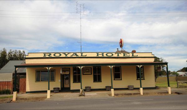 Royal Hotel Snake Valley - Tweed Heads Accommodation