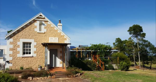 The Old Drik Drik Schoolhouse Retreat - Tweed Heads Accommodation
