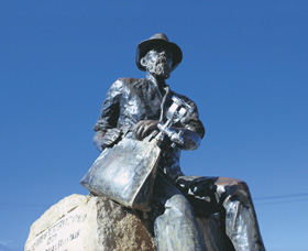 Paddy Hannans Statue - Tweed Heads Accommodation