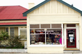 Old Maypole Collectables  Antiques - Tweed Heads Accommodation