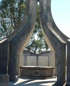 Inverell and District Bicentennial Memorial - Tweed Heads Accommodation