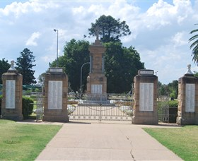Warwick War Memorial and Gates - Tweed Heads Accommodation