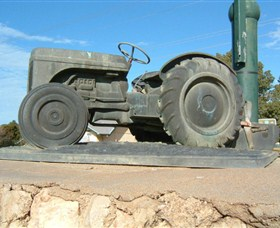 Ferguson Tractor Monument - Tweed Heads Accommodation