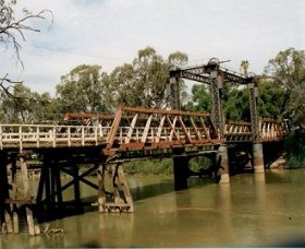 Swan Hill - Murray River Road Bridge - Tweed Heads Accommodation