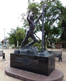 Miners Memorial Statue - Tweed Heads Accommodation