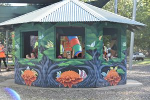 Howlong's Enchanted Hut - Tweed Heads Accommodation