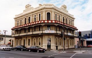 Newmarket Hotel - Tweed Heads Accommodation