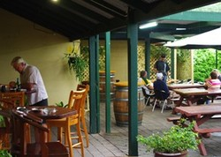 Bird In Hand Inn - Tweed Heads Accommodation