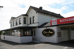 River Arms Hotel - Tweed Heads Accommodation