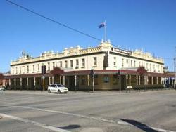 Soden's Australia Hotel - Tweed Heads Accommodation