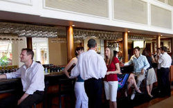 Cairns International Lobby Bar - Tweed Heads Accommodation