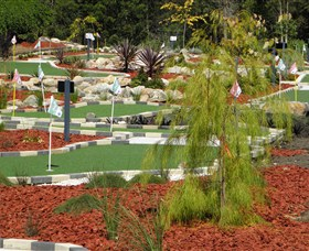 Hole Mini Golf - Club Husky - Tweed Heads Accommodation