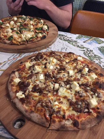 Earth Oven Wood Fired Pizza - Tweed Heads Accommodation