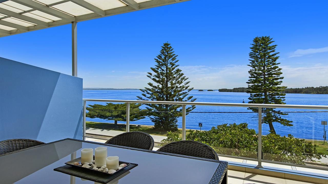 Lakeside Waterfront Apartment 18 The Entrance - Tweed Heads Accommodation