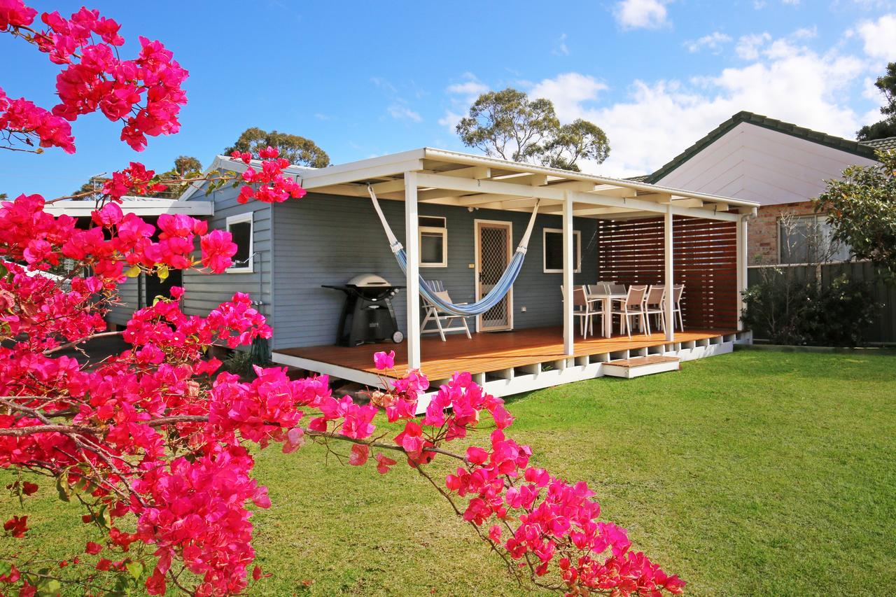 Hayes Beach House - Jervis Bay - Pet Friendly - Tweed Heads Accommodation