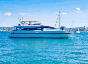 Million dollar Luxury 90ft yacht in Gold Coast - Tweed Heads Accommodation