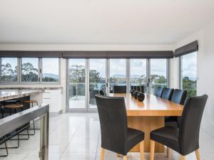 Paradise Point - Tamar Valley 14 Persons Residence with pool - Tweed Heads Accommodation