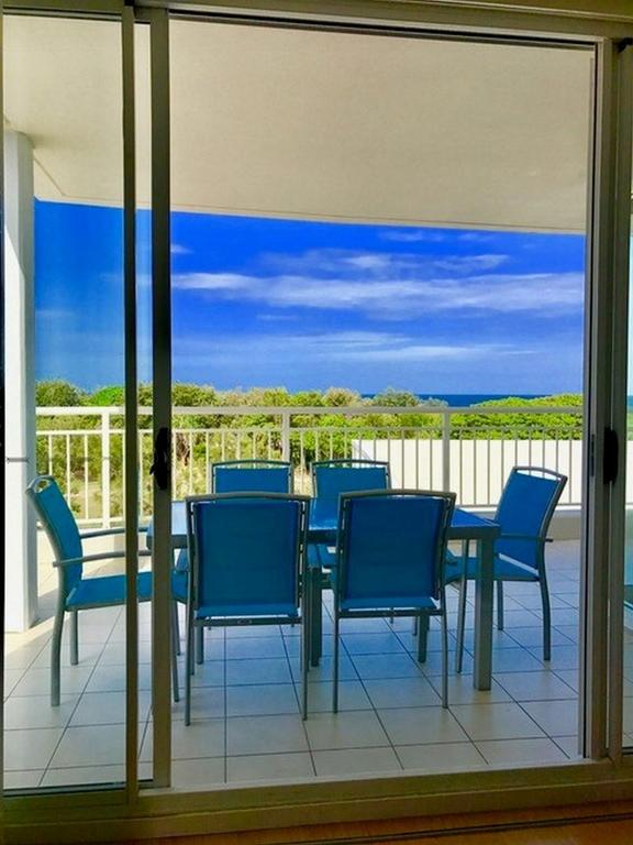 RESORT OCEAN FRONT SUITE 2222 - Tweed Heads Accommodation